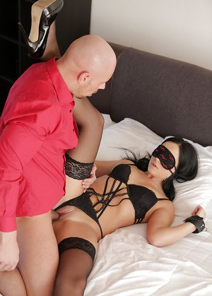 Hot Blindfold Porn